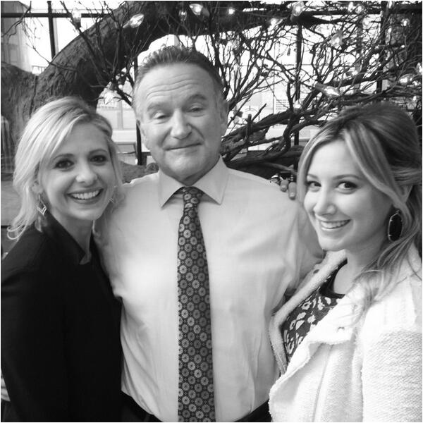 Ashley avec Robin Williams et Sarah Michelle Gellar sur le tournage de The Crazy Ones - 15 octobre