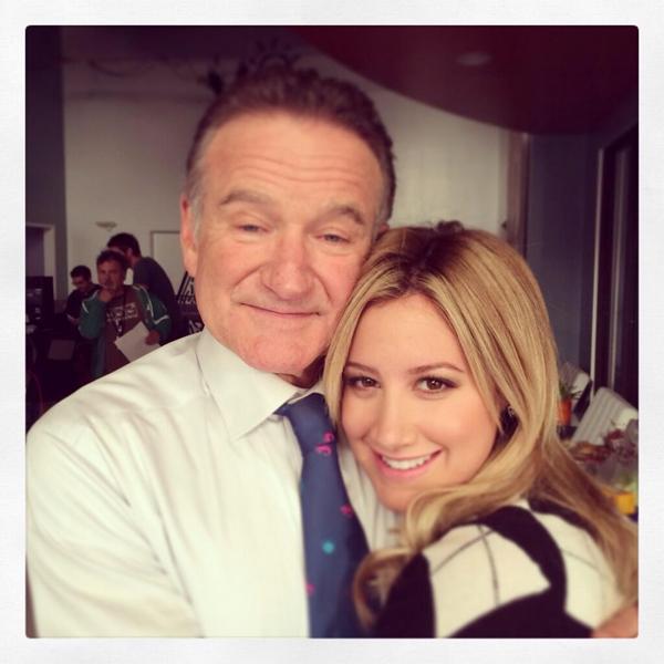 """× """"Très bonne semaine avec Ashley Tisdale sur le tournage de The Crazy Ones"""" - Robin Williams"""