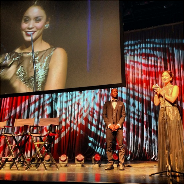 × Vanessa récompensée par un Rising Star award
