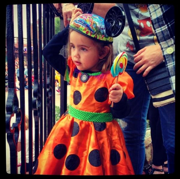 Après Zac et Vanessa, c'est Ashley qui est allée à Disney ce 26 octobre 2013 avec sa nièce Mikayla et Christopher