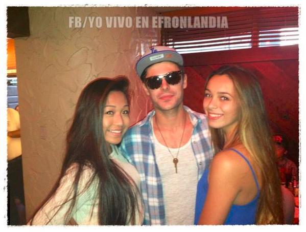 Zac posant avec des fans à Los Angeles le 9 novembre 2013 :-)