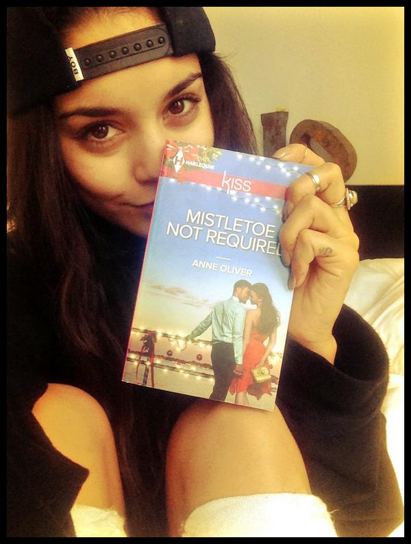 """Vanessa nous présente le dernier livre qu'elle a lu au cours de son vol LA - NY : """"Mistletoe Not Required"""""""