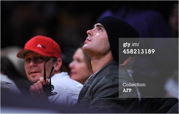 × Zac à un match de basket des Lakers ce 20 décembre 2013