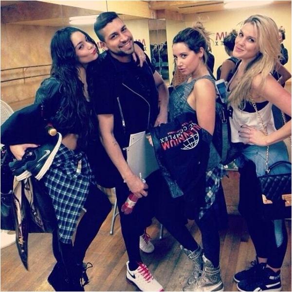 × Ashley, Vanessa et Laura New ont dansé ensemble à la salle de danse Milleniu ce 31 janvier 2014