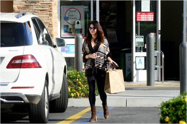 Vanessa à la pharmacie Walgreens de Studio City le 13 février 2014 :)