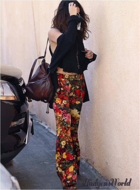 Vanessa à un salon de manucure à Los Angeles ce 20 février 2014 :)
