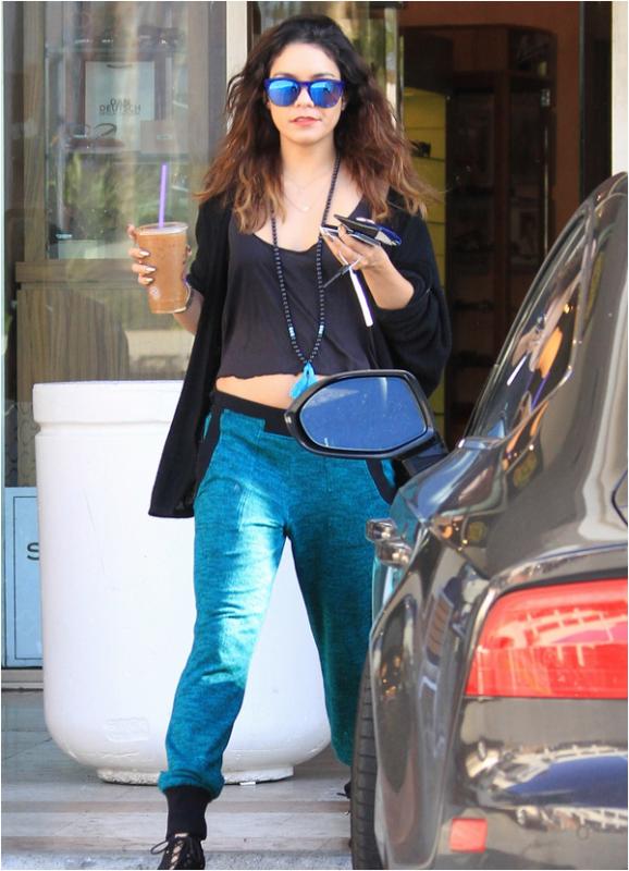 × Vanessa au Coffee Bean & Tea Leaf à LA le 6 mars 2014