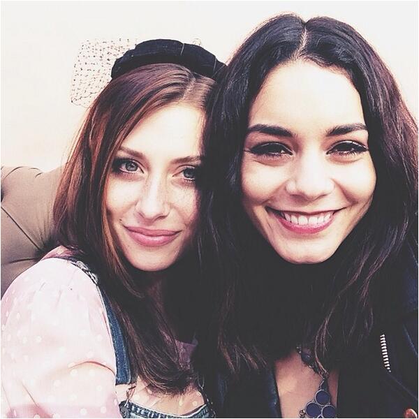 Vanessa à l'anniversaire d'Aly Michalka hier :)