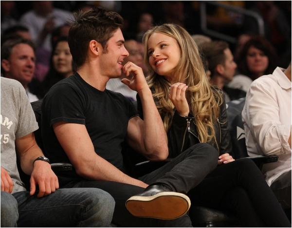 Zac à un match des Lakers... avec une fille !