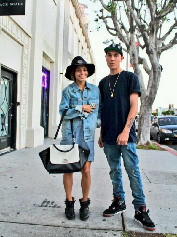 × Nouvelle photo de Vanessa avec un fan :)