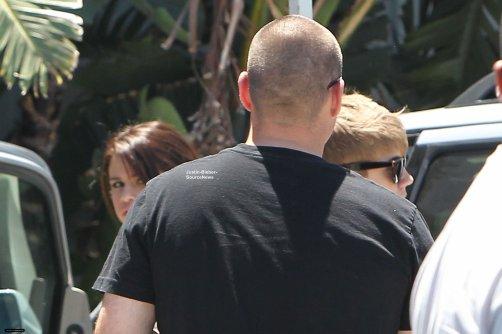 20/07/11: Justin et Selena en Voiture