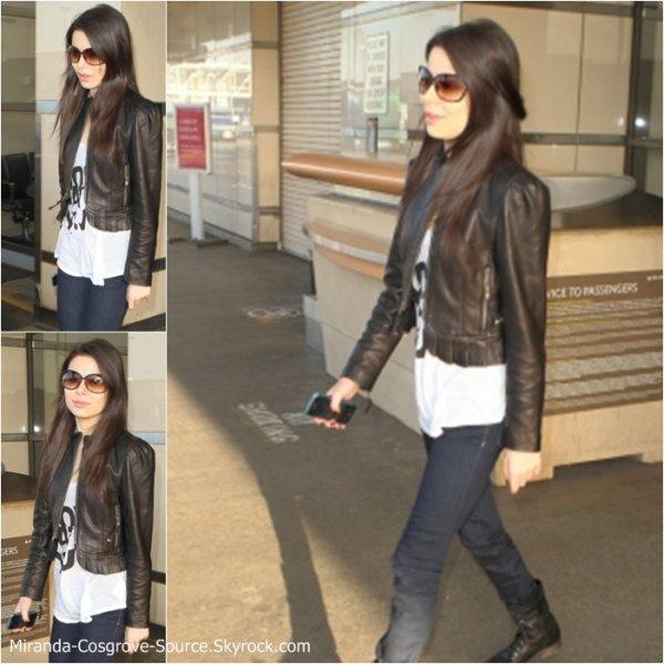 23 Août 2010 : Miranda sortant d'un immeuble dans Los Angeles