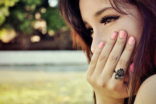 Les larmes qu'on s'efforce de cacher sont toujours les plus sincères.