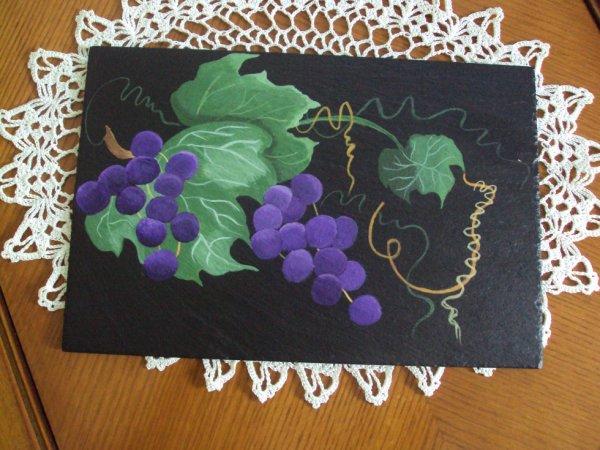 Grappes de raisin sur ardoise
