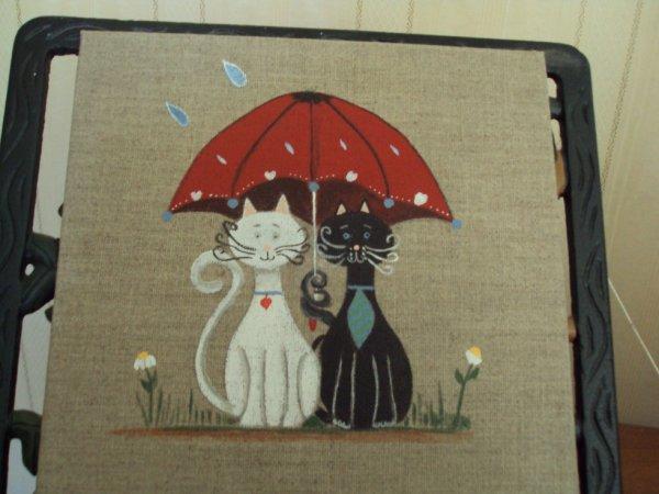 Deux amoureux sous le parapluie