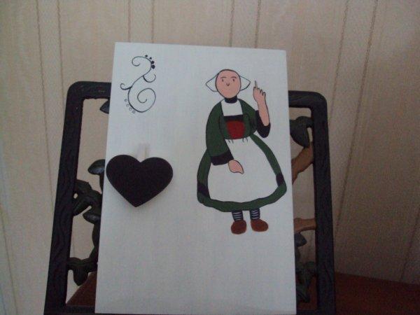 Pense- bete déco Bécassine( le petit coeur servant à pincer un papier ou autre .....