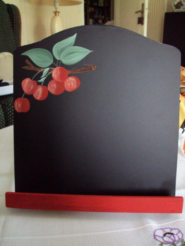 Un lutrin pour poser un livre de recettes de cuisine, on peut écrire à la craie, il est également magnétique.
