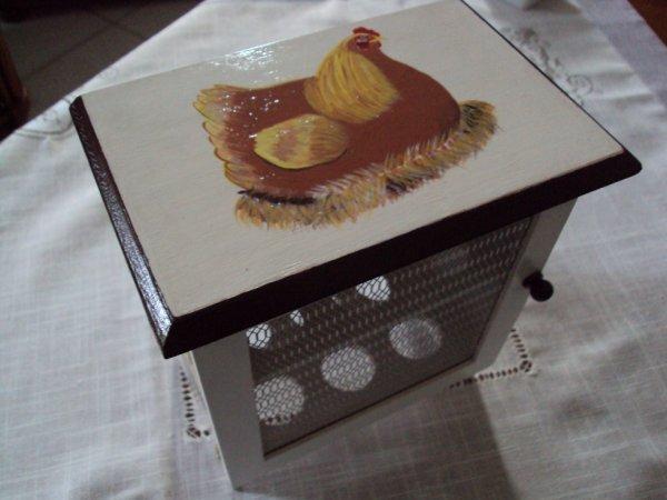 Une boite à oeufs, le dessus, peinture acrylique sur bois.