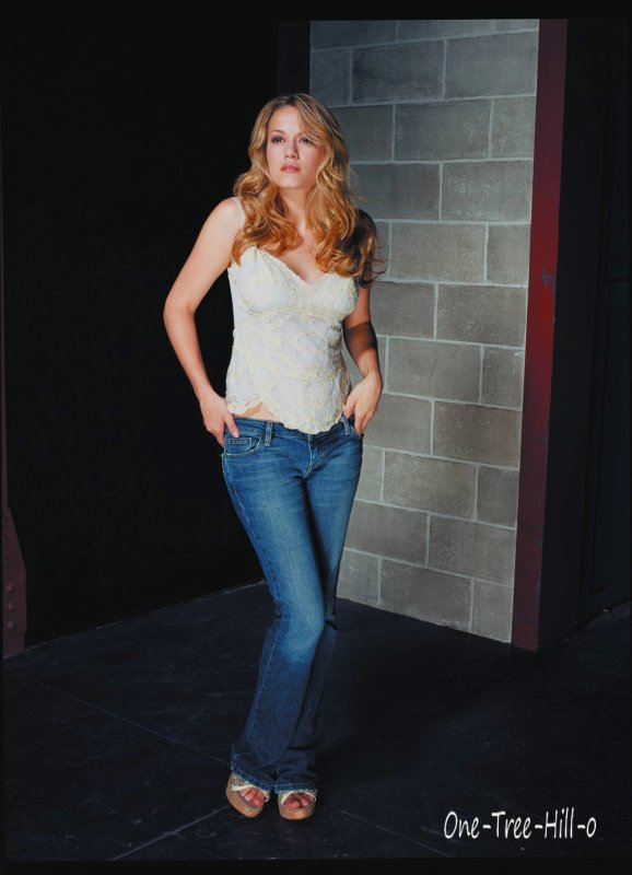 Bethany Joy Galeotti -----> Haley James