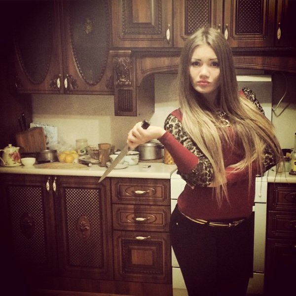 Une autre photo de la vraie yana avec son couteau  :p  rage pas anna <3