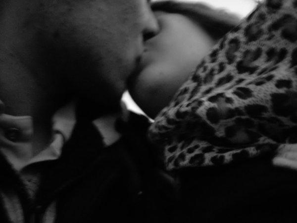 8.08.2010     B & E ... <3 T'embrasser c'est te crier je t'aime en silence =)