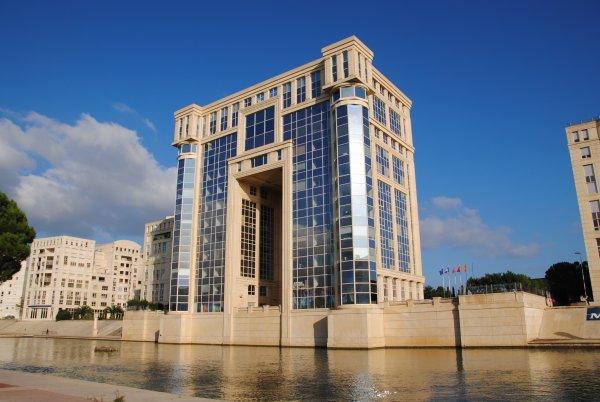 L 39 hotel de region a montpellier architecte ricardo bofil for Architecte montpellier
