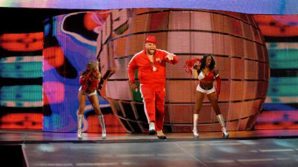 brodus clay (w/dude love (mick foley)) vs jack swagger