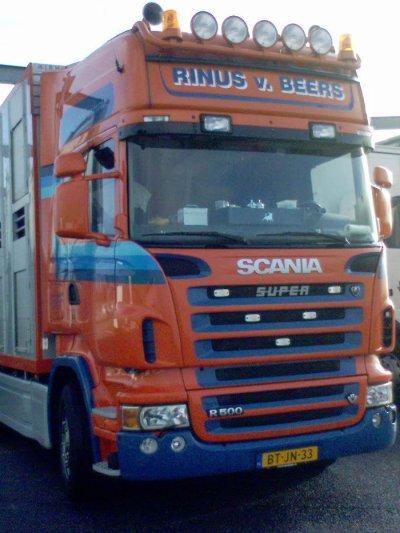 Ce Scania R500 appartient à la société Rinus Van Beers (NL).