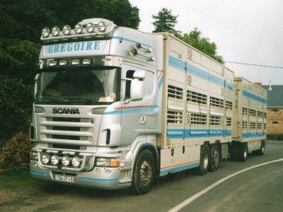 Le patron privilégie de très beaux camions, il est reconnu en France pour cela.