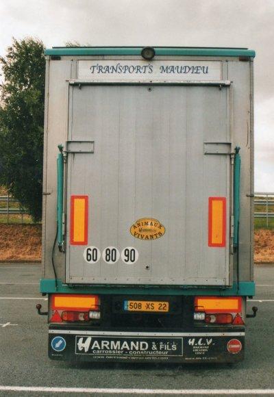 Séance photo du Scania R500 décoré des transports Maudieu (22).