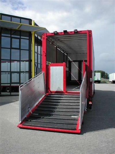 Une petite semi destinée au transporteur Raaijmakers de Mariahout (NL).