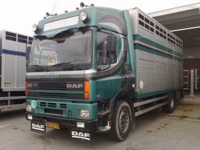Un ancien porteur de ramasse du gros transporteur hollandais Dijkstra.
