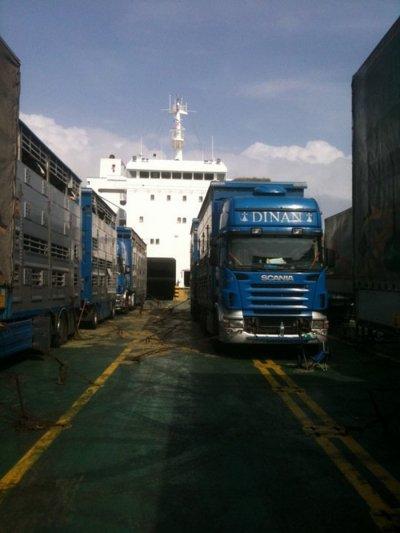 L'arrivée en Algérie, le châssis frotte à la sortie du ferry...