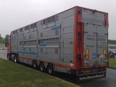 Un nouveau Volvo FH13 460 pour les transports Rinus Van Beers (NL).