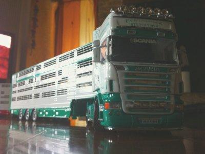 Traversée de la mer d'Irlande pour arriver sur la terre de ces deux camions.