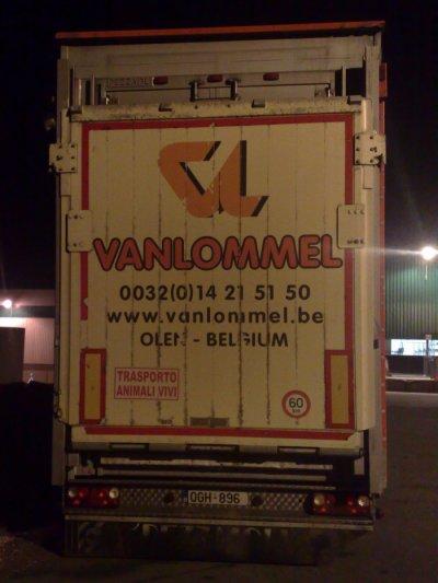 Plus connue pour leurs frigos, une rare bétaillère appartenant à Vanlommel (B).