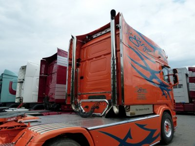"""VAEX Truck Trading, du matériel à vendre pas vraiment """"Low Cost""""."""