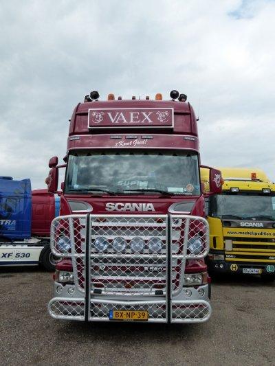 Scania R580 carrossé par le constructeur émergent Finkl.