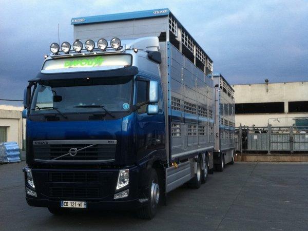 La peinture a été réalisée au Volvo Truck Center de Loudéac (22).