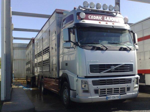 Nouveau camion pour les transports Lajoye (35), un Volvo FH13 480.