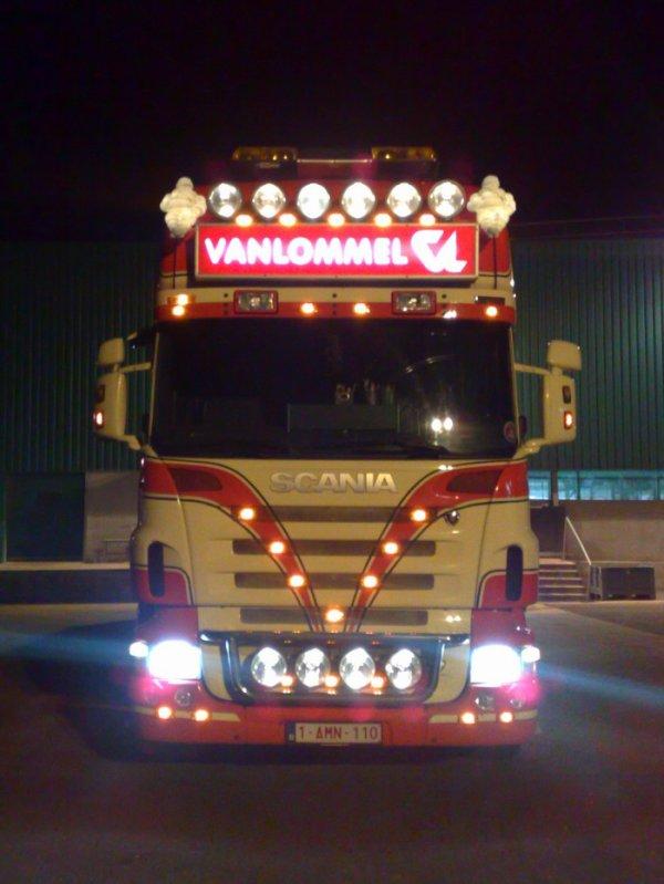 Vanlommel (B) possède un autre Scania affecté aux transports des veaux vivants.