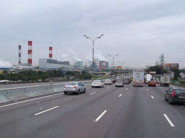 Direction Moscou par la grande voie de circulation M1 (axe européen E30).