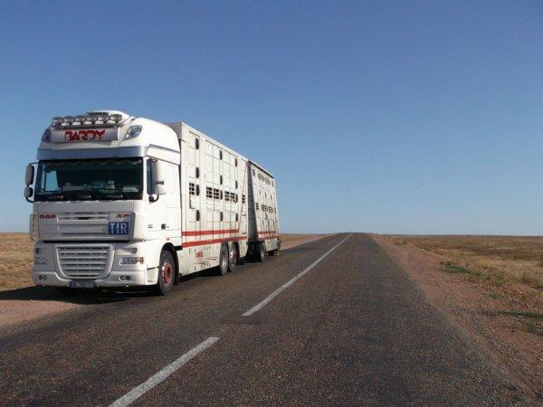 La longue traversée du Kazakhstan, un pays désertique selon Virginie.
