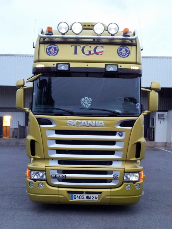 Ces derniers temps, Aymeric est attitré sur un Scania aux couleurs de TGC (24).