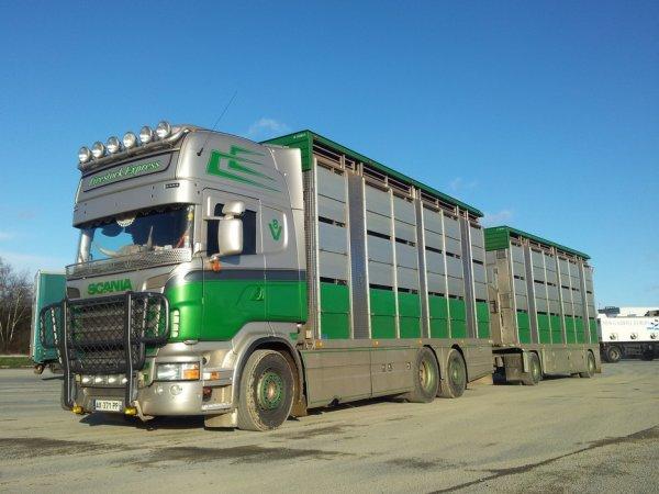 Rencontre enrichissante autour du fabuleux Scania R560 de Rodrigue Huet (53).