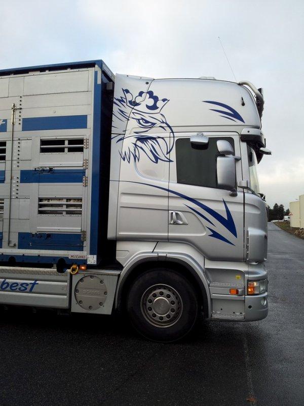 Scania R560 de la société Transbest. Le siège social est à Chadurie (16).