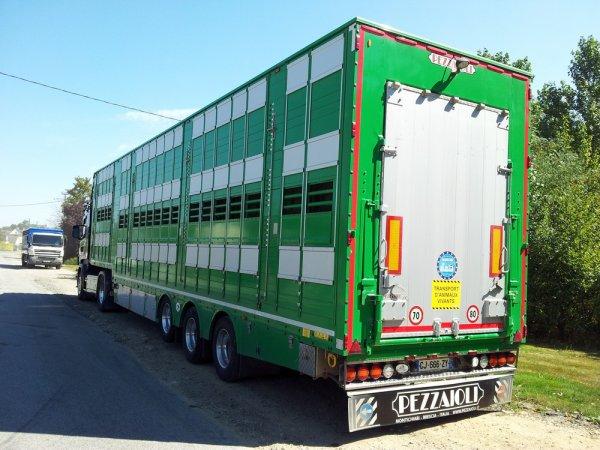 L'auberge de Moutiers (35) se transforme régulièrement en parking à bétaillères.