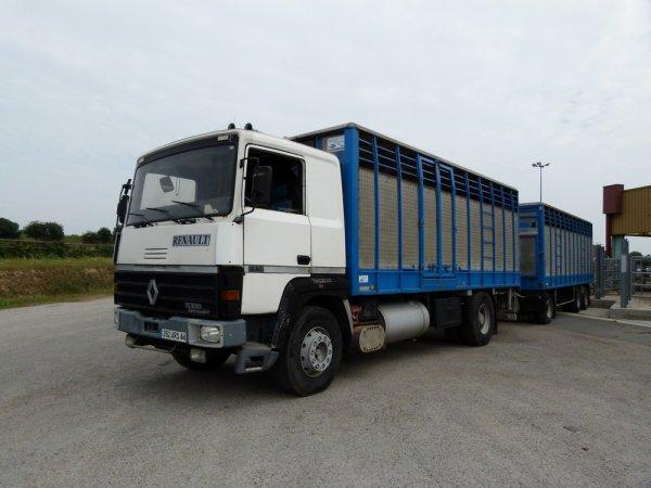 Trois camions remorques avec des capacités de chargement très disparates.