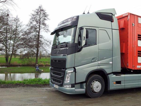 Volvo FH13 460 Euro 6 de démonstration pour les transports Ayrault (79).