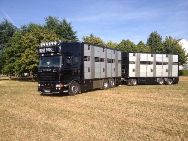 Le Scania R560 a connu plusieurs looks en fonction des accessoires posés.
